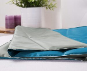 51 Degrees North koelmat hond - mountain grey met polar blue - voor honden katten - verkoelende mat - koeldeken - verkoeling huisdier 90 x 50 cm