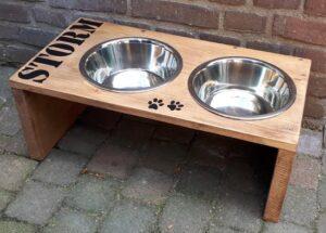 Voerbak drink bak hout met naam voor hond